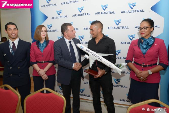 Dimitri Payet signe avec Air Austral