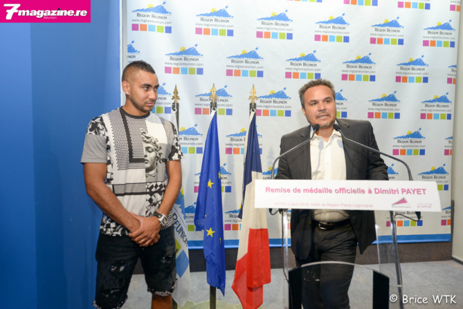 Dimitri Payet reçoit la Médaille d'Honneur de la Région