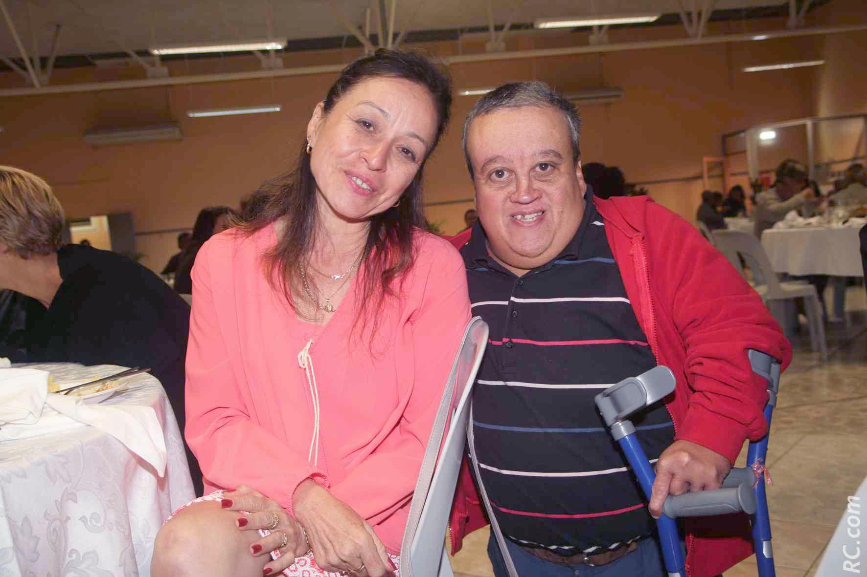 Nathalie Biram, directrice de Air-Mauritius et Jimmy Fontaine qui déjà fourni une quarantaine de fauteuils pour handicapés à l'île Rodrigues, dans le cadre d'actions caritatives qu'il mène depuis plusieurs années