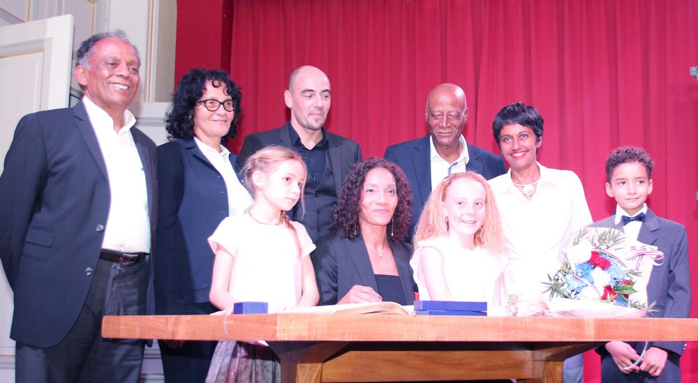 Leïla Lejeune-Duchemann, entourée de ses proches, de Gilbert Annette et d'Ericka Bareigts