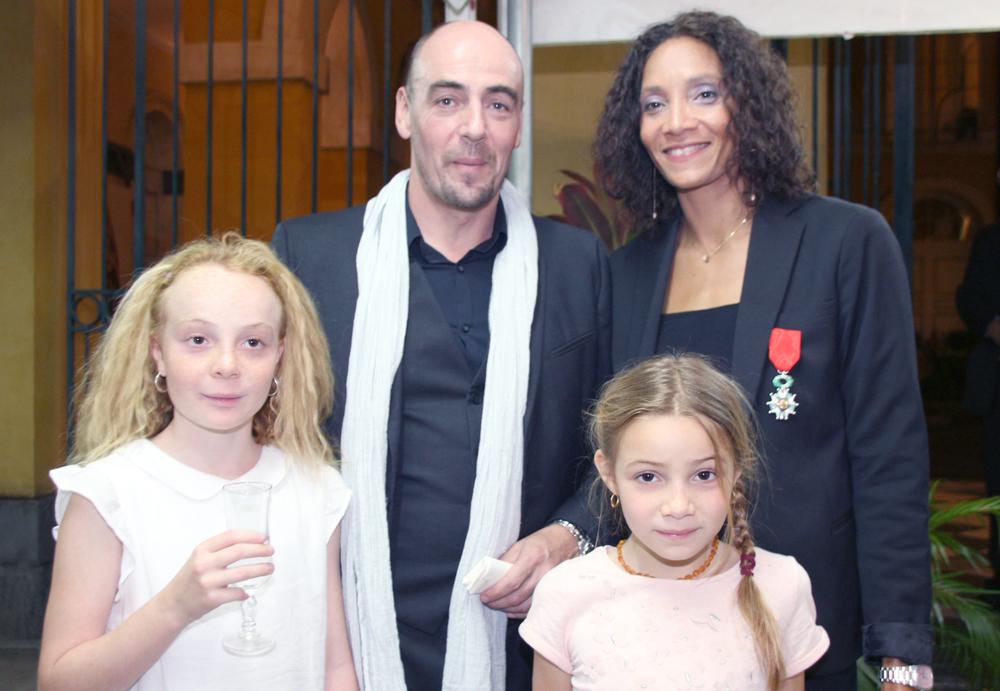 Leïla Lejeune-Duchemann avec son époux Laurent et leurs enfants Jade et Ambre