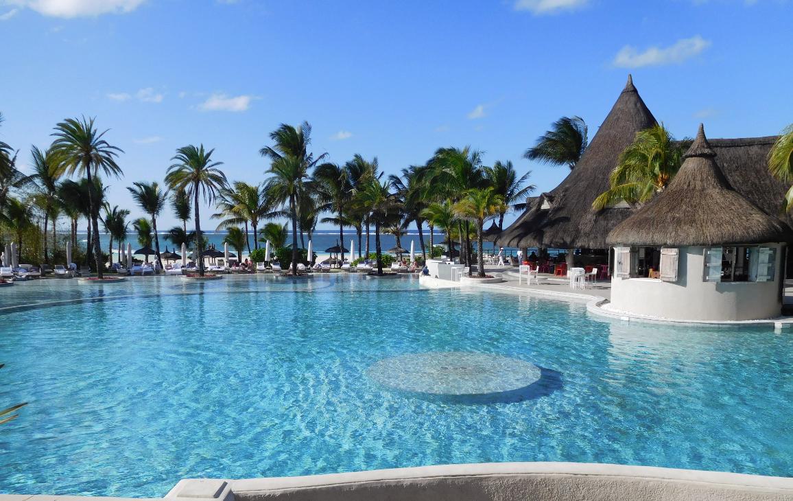 La plus grande piscine de l'île Maurice, celle du Lux Belle Mare