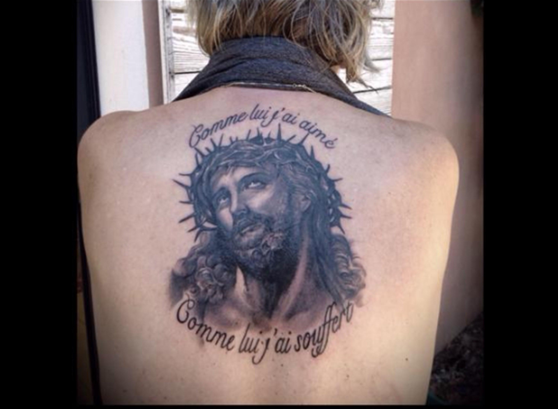 Renaud a le Christ dans la peau