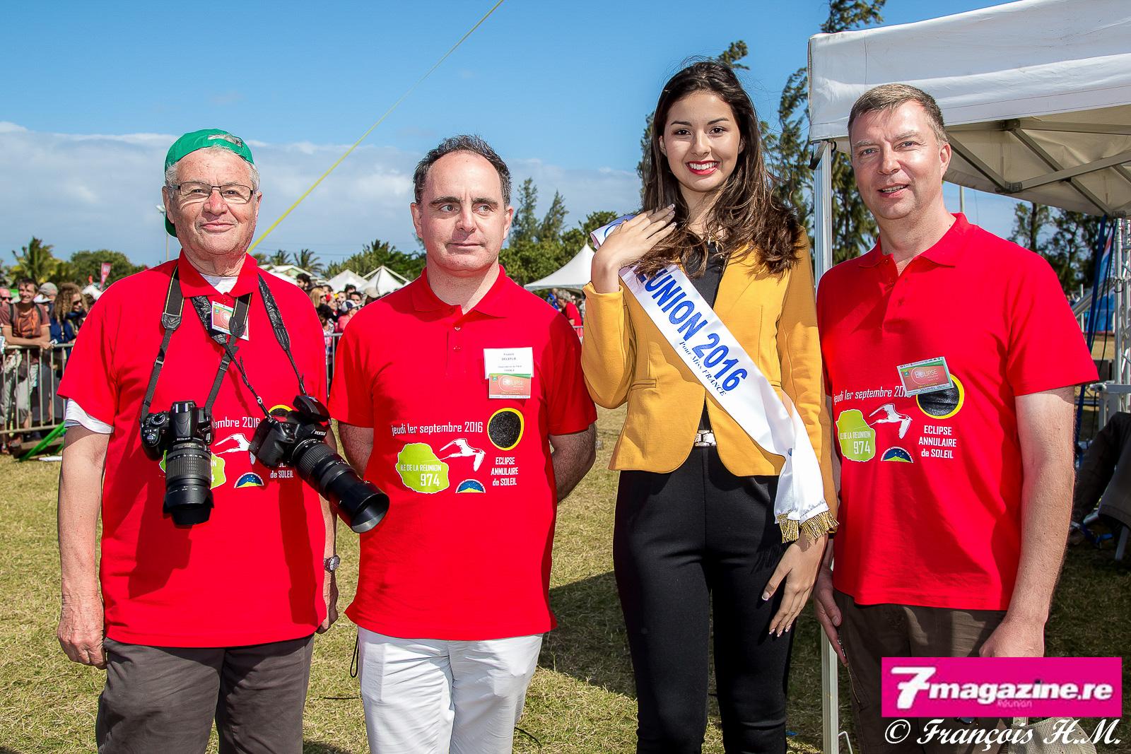 Michel Vignand, avec deux appareils photo svp, était fier d'accueillir Miss Réunion sur le site du Gol