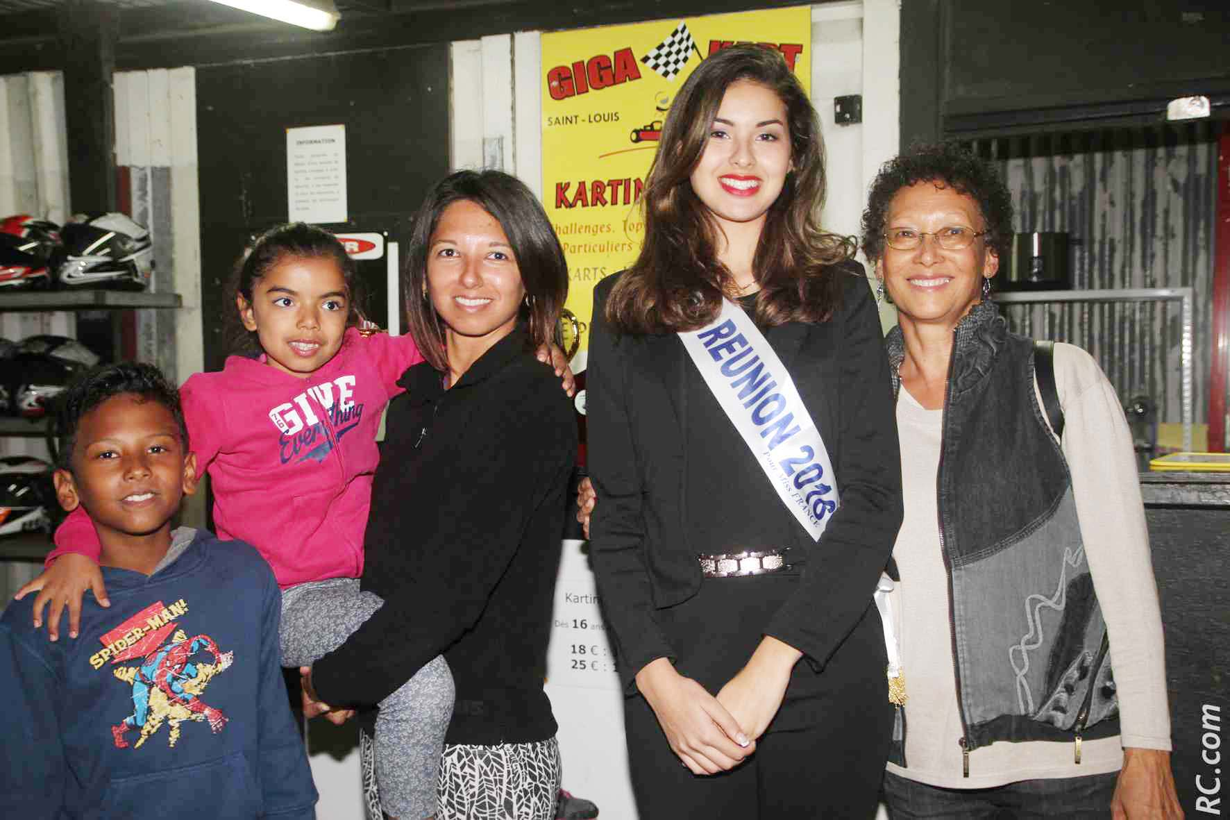 Avec Jessica Charnais, ses enfants et sa maman