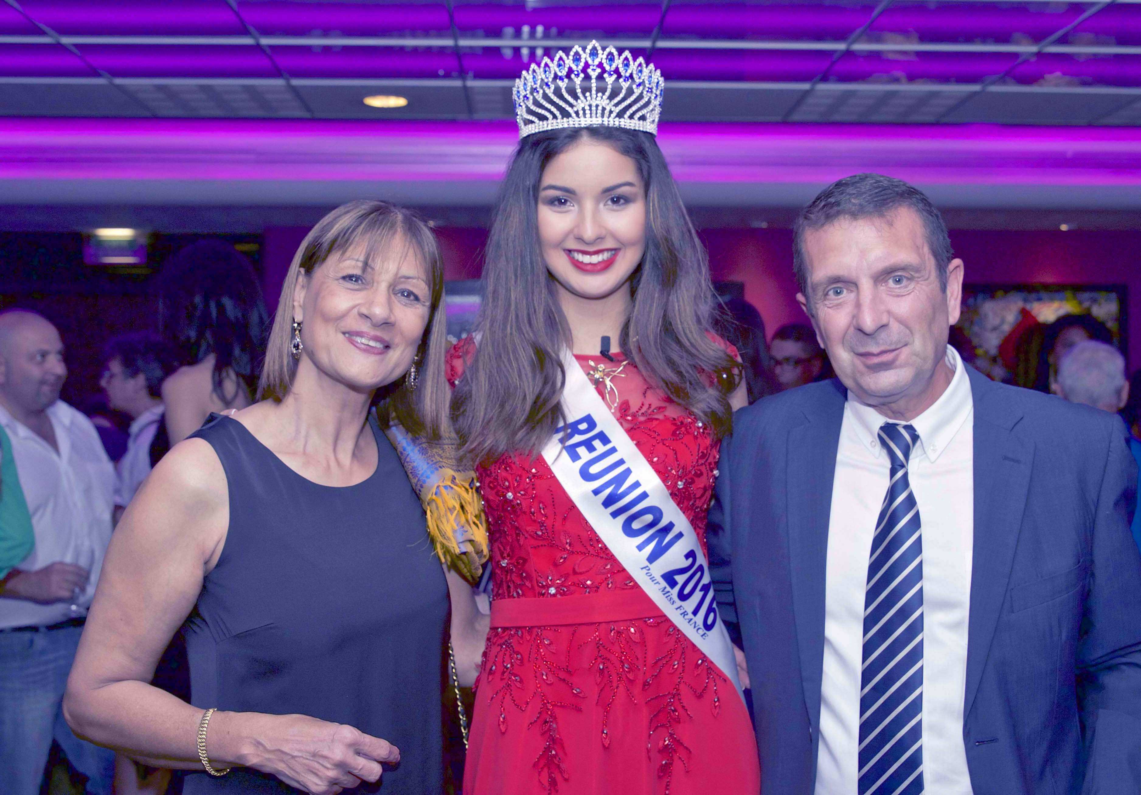 Miss Réunion et les candidates au Casino de Saint-Denis