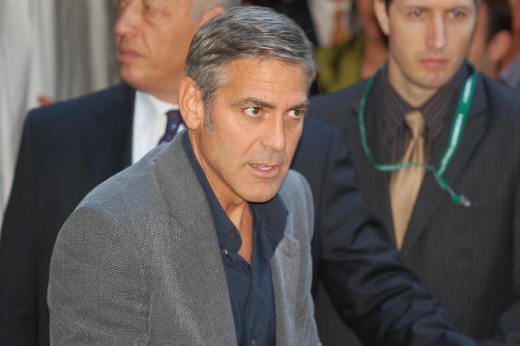 George Clooney désolée pour son copain Brad Pitt