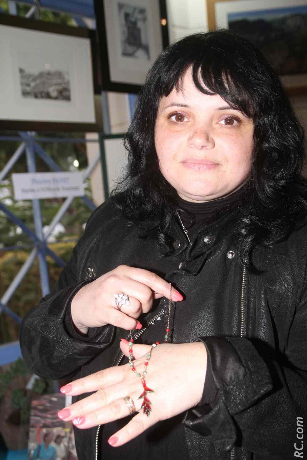 Mademoiselle «M» fabrique des bijoux avec des écailles de poissons. Fallait y penser