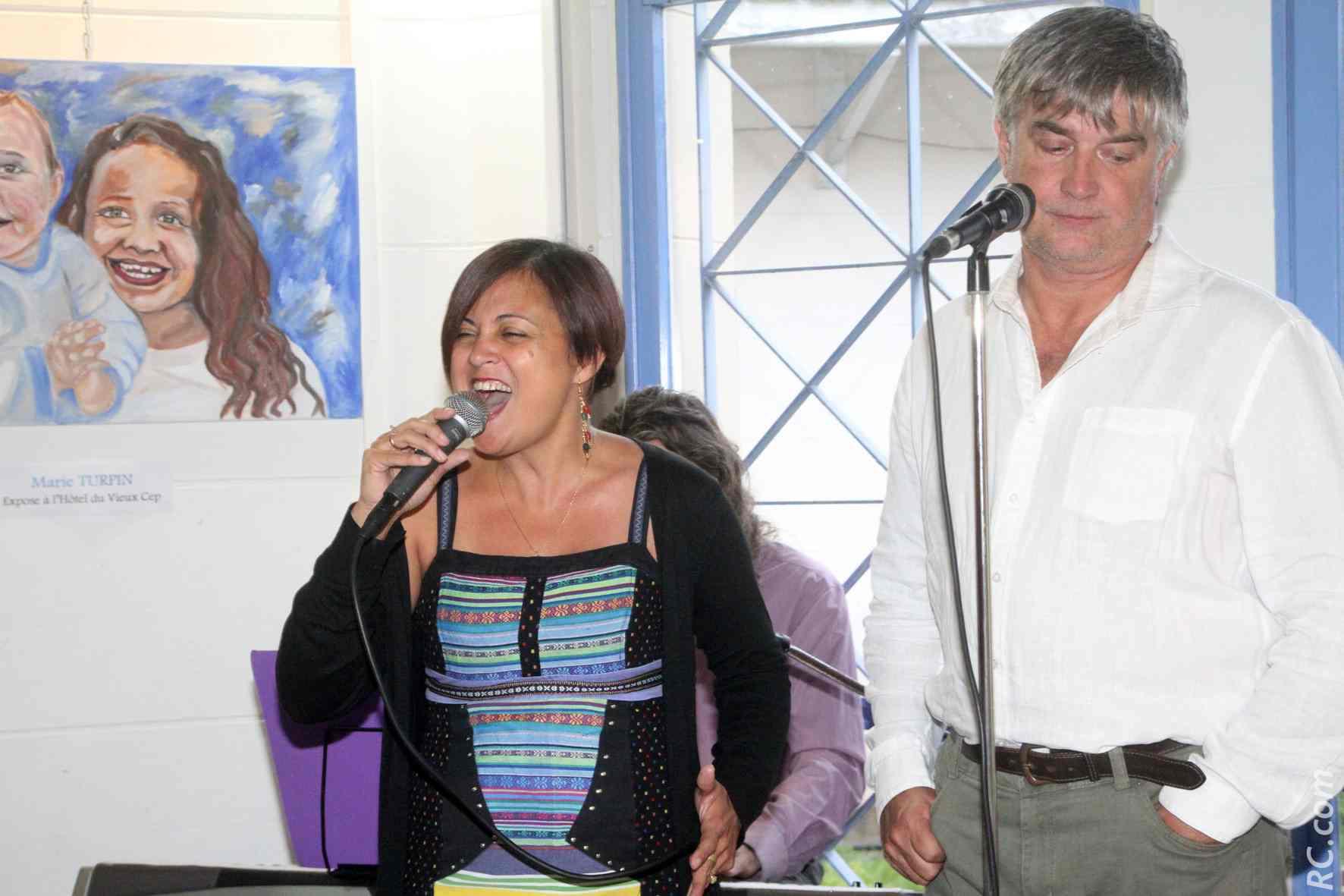 Guylène Hoarau au micro-chant pour une prestation bien applaudie.