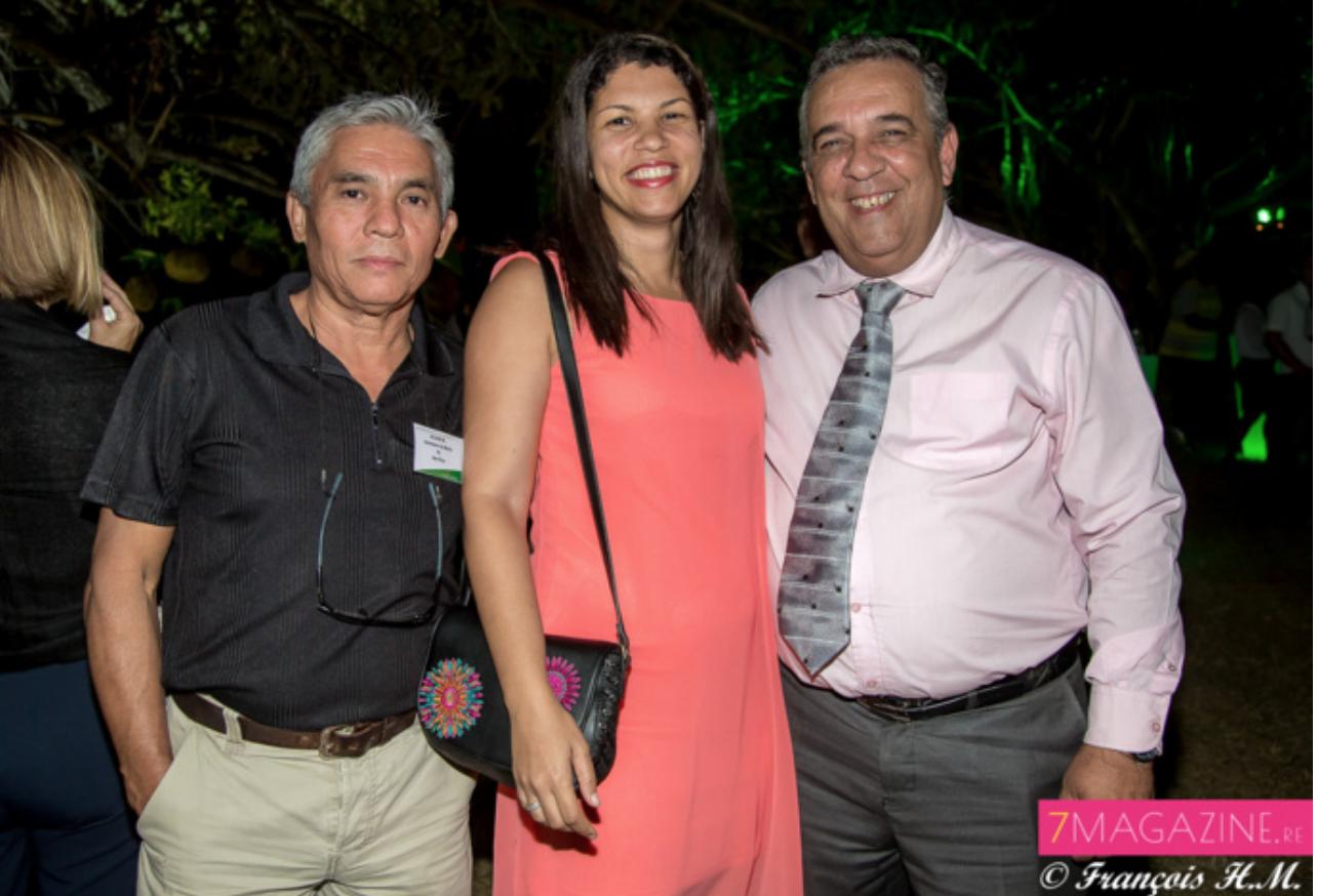 Vanessa Miranville, maire de La Possession, entourée de son adjoint Giles Hubert et de son directeur de cabinet
