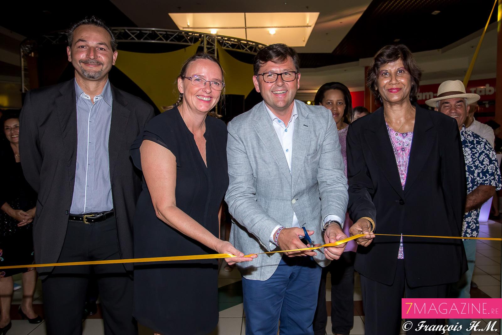 Freddy Derimer, directeur magasin FNAC Le Port, Marina Chaline, Business Developper FNAC, Olivier Langlet, et Président Vindemia Group, Annie Mourgaye, 5ème adjointe du maire du Port
