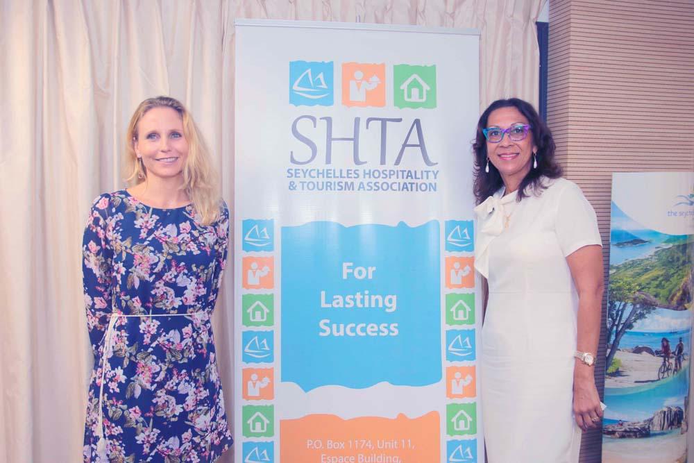 Natalie du Buisson du SHTA (Seychelles Hospitality & Tourism Association), et Daniella Payet Alis de la SER (Seychelles Euopean Reservation)