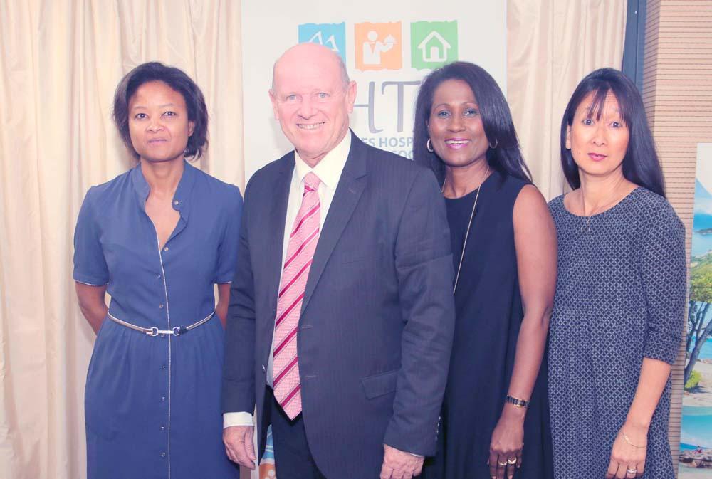 Bernadette Honoré, représentante de la STB à La Réunion, Alain St Ange, Bernadette Croizé, et Dany Allane d'Air Austral