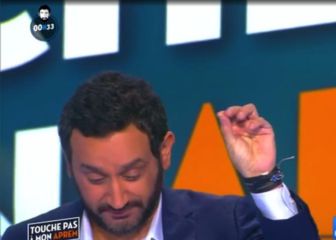 Cyril Hanouna perd une dent en direct
