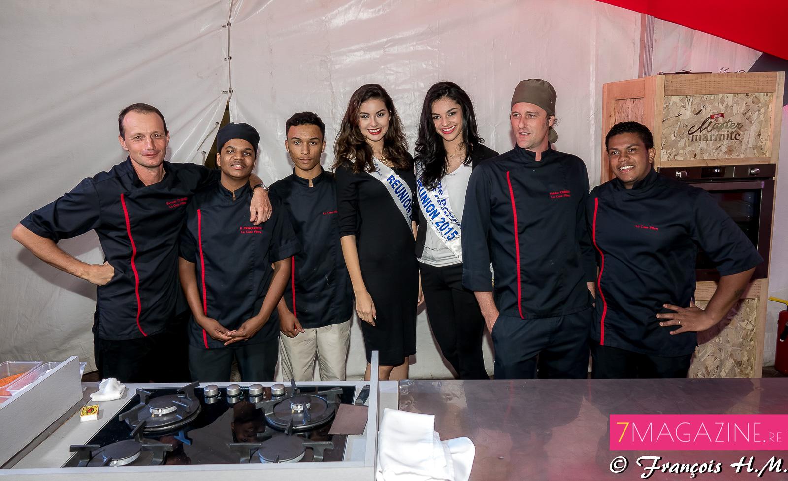 Avec l'équipe de cuisiniers du dîner