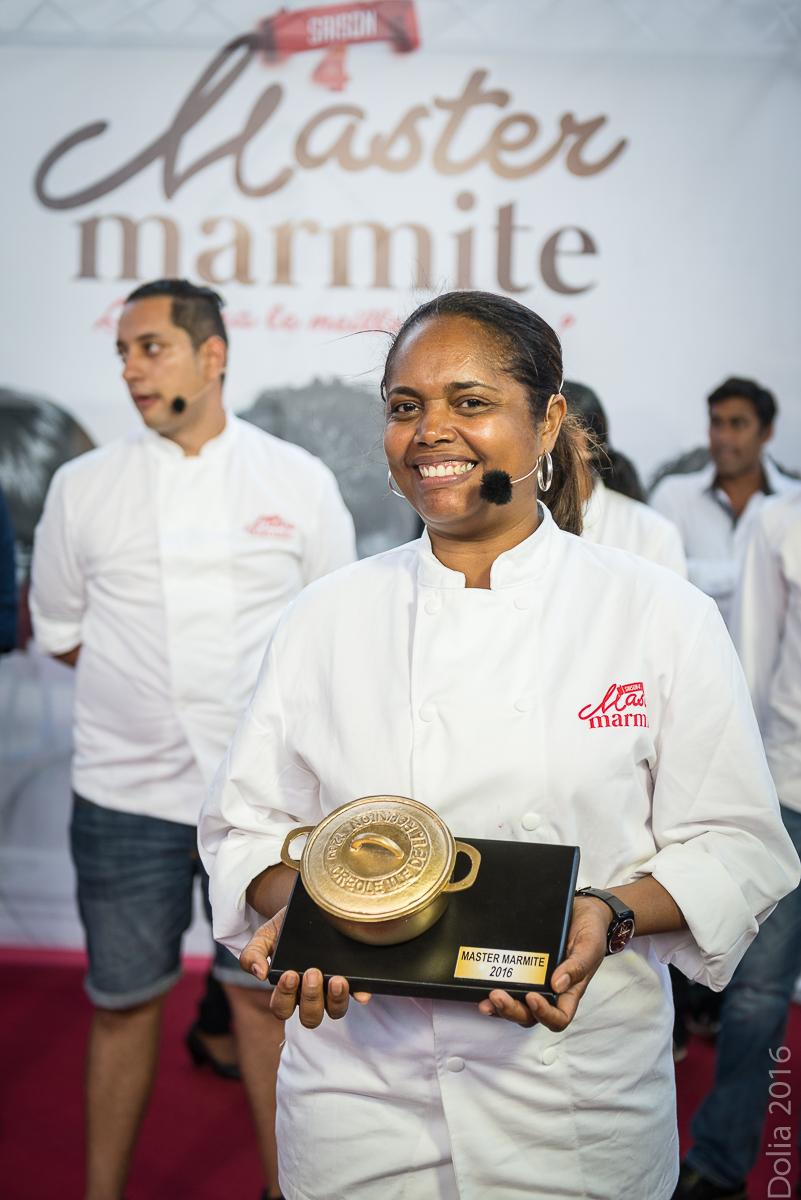 Dolorès Sinapan a le sourire, elle a remporté le concours!