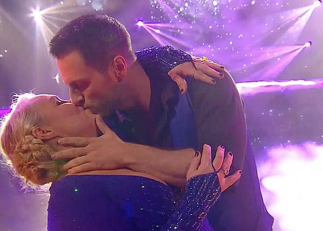 DALS : Le baiser de Valérie Damidot et Christian Millette !