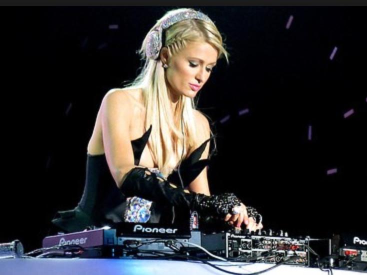 Paris Hilton en mode DJ à La Réunion, c'est prévu pour décembre