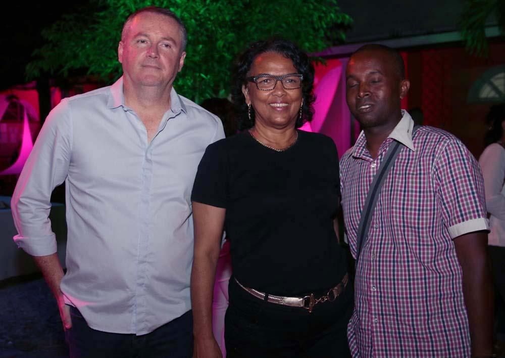 Brigitte Sigismeau, conseillère départementale, avec des invités