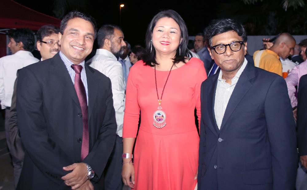 Sanjeev Kumar Bhati, Mme Von-Pine, et Son Excellence Dr. Mohan Kumar