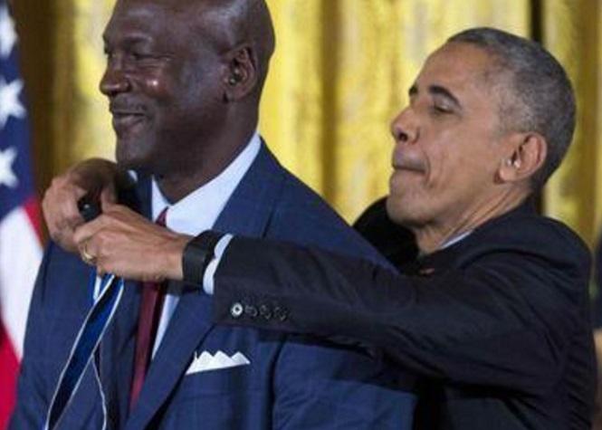 Barack Obama décore Michael Jordan, ému aux larmes