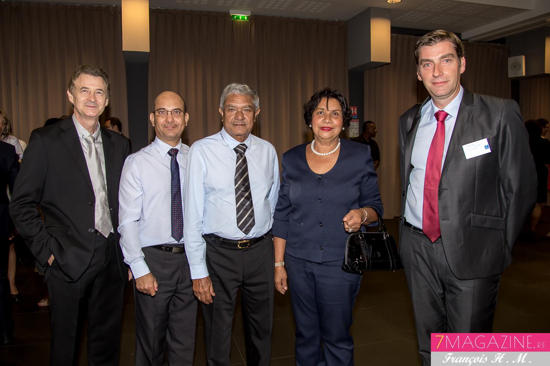 Patrick Pierlot, Marc Lelcerc, Alexandre Hedoux, et un couple client de la Banque Postale