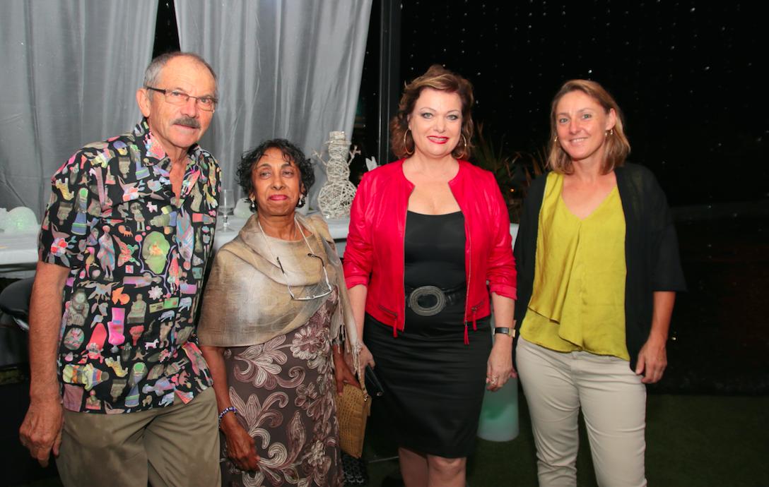 Jeanne Loyher en rouge, la directrice Régionale des Sociétés de Dialyse Réunion/Mayotte entourée des néphrologues de Saint-Denis et du Port: Robert Jenin, Hafsa Atchia et Annabelle Baillet