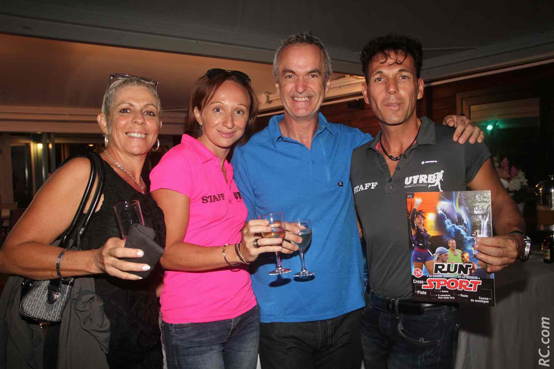 Myrielle Hoareau, athlète, Véronique Victoire de l'équipe d'organisation, Laurent Allard de Salomon et Chris Hamer, directeur de course