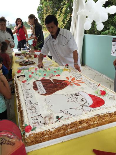Un gros gâteau à l'effigie du Père Noël, offert par Monsieur Grondin, le boulanger-pâtissier du quartier