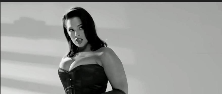 La Top XXL dans la peau de Jessica Rabbit: ultra sexy!