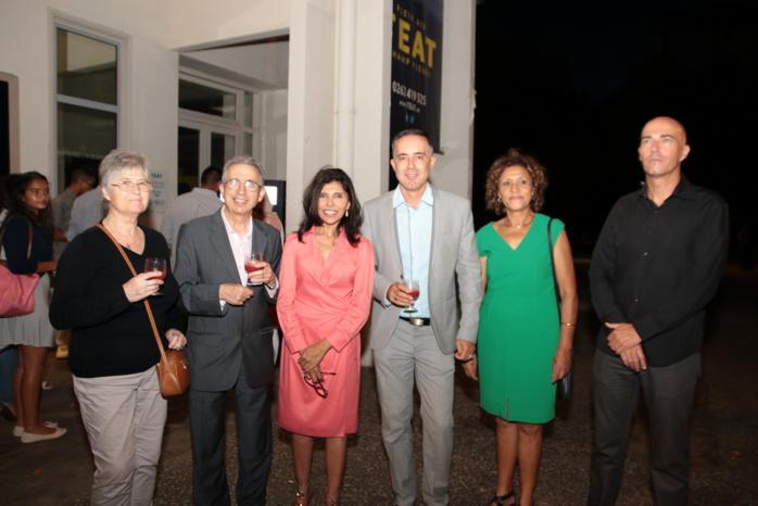 Monsieur et madame Bauderot, Nassimah Dindar, Thierry Malbert, Isnelle Gouljar, et Xavier Daniel, l'artiste qui a créé l'œuvre