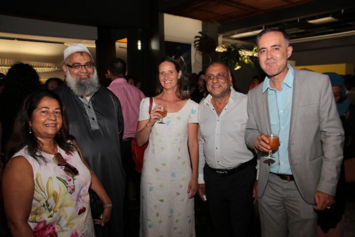 Rabia Badat, Mohamad Bhagatte, une invitée, Osman Badat et Thierry Malbert