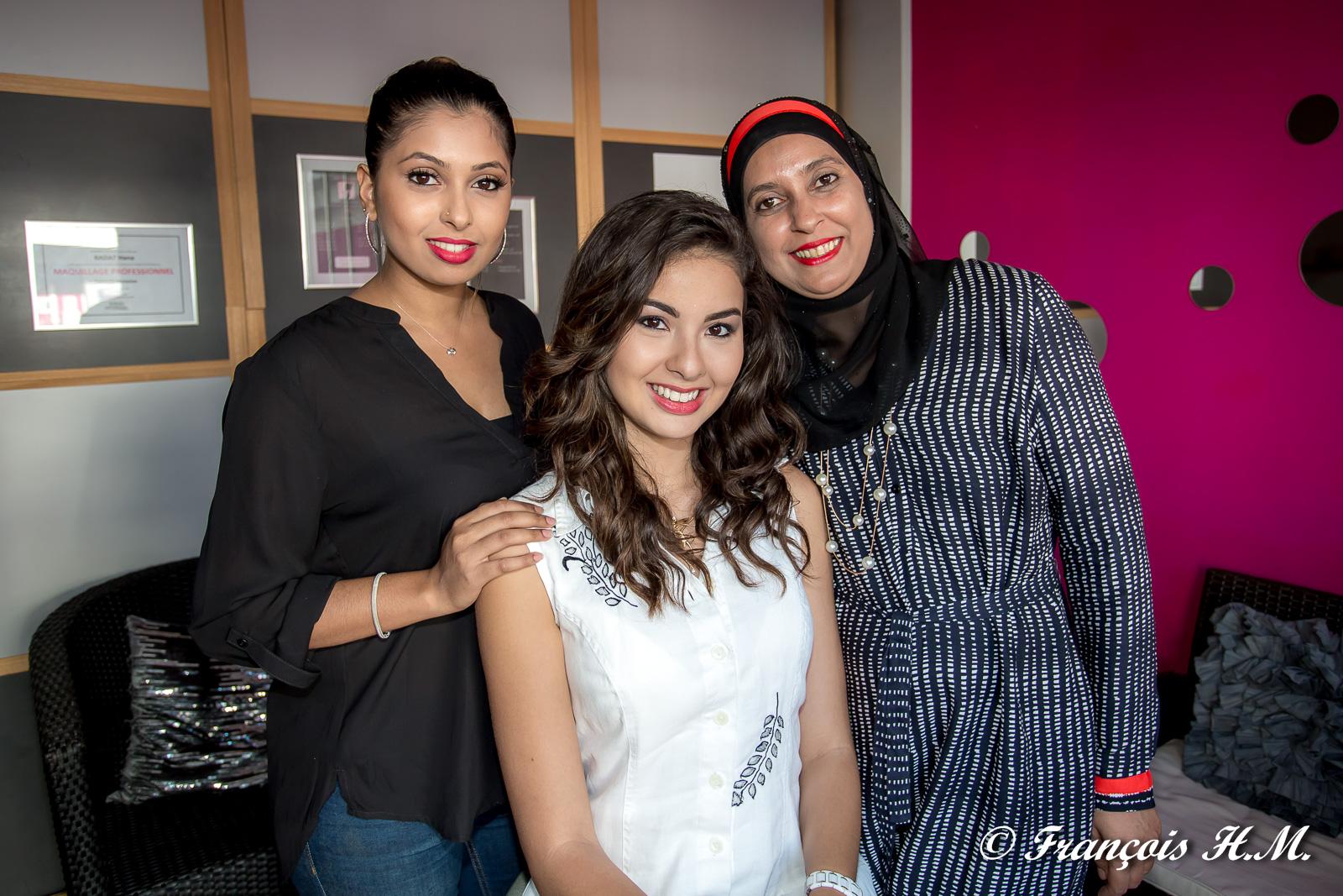 Hana Badat, Ambre N'guyen et Yasmina Badat, la maman d'Hana