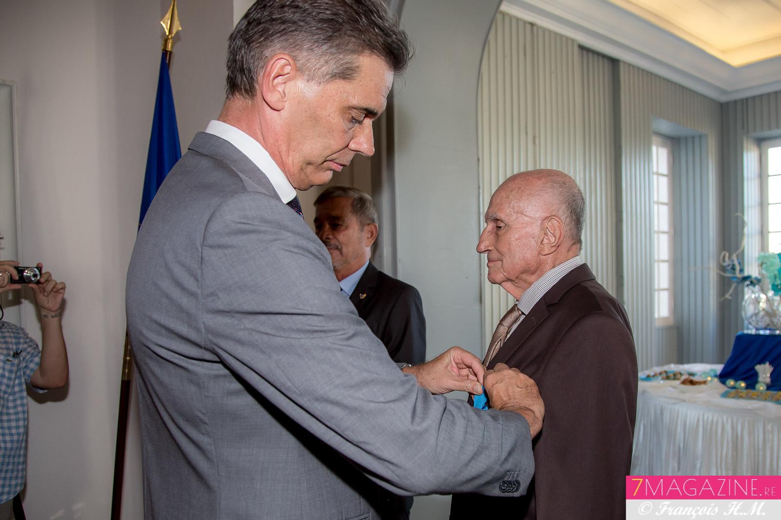 Paul Versini-Trollé est fait chevalier de l'Ordre National du Mérite