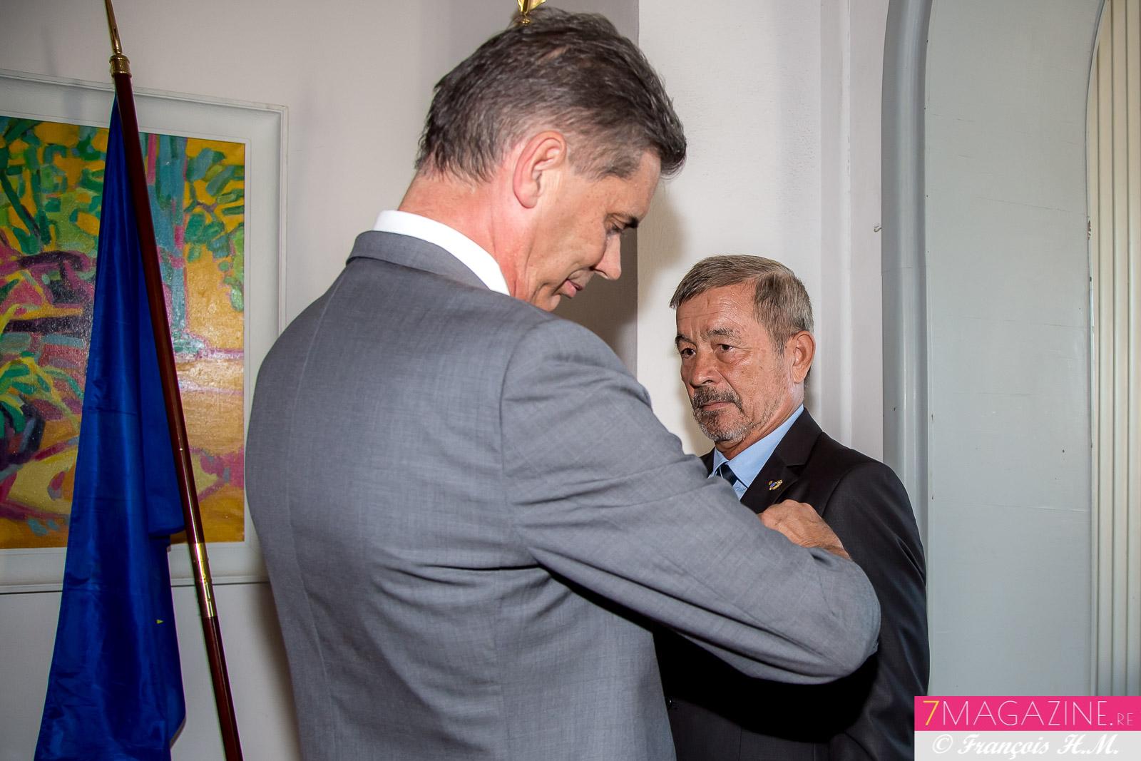 Jacques Laravine est fait chevalier de l'Ordre National du Mérite