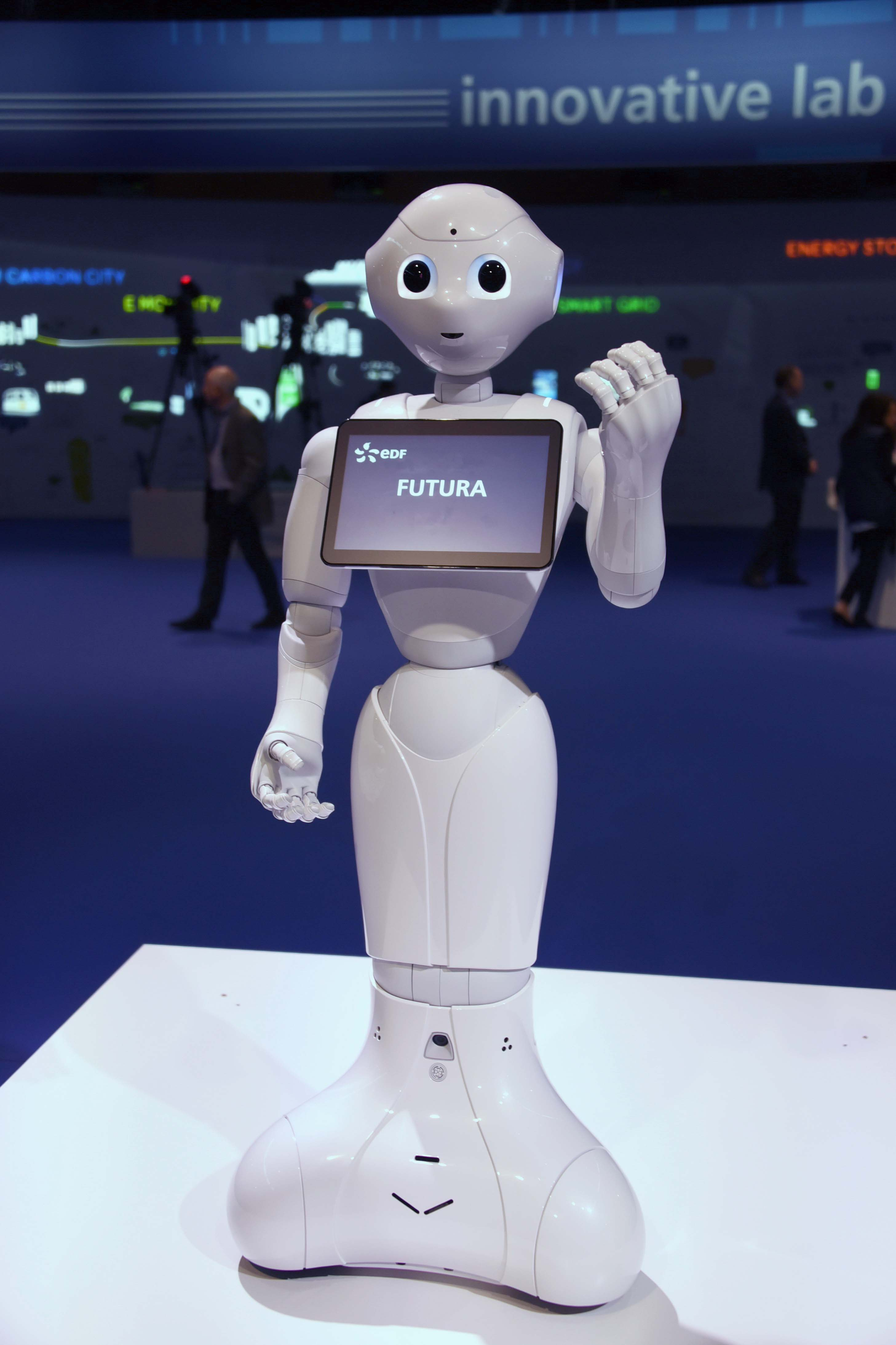 Heureusement, Miss Réunion ne ressemble pas à ce charmant robot!