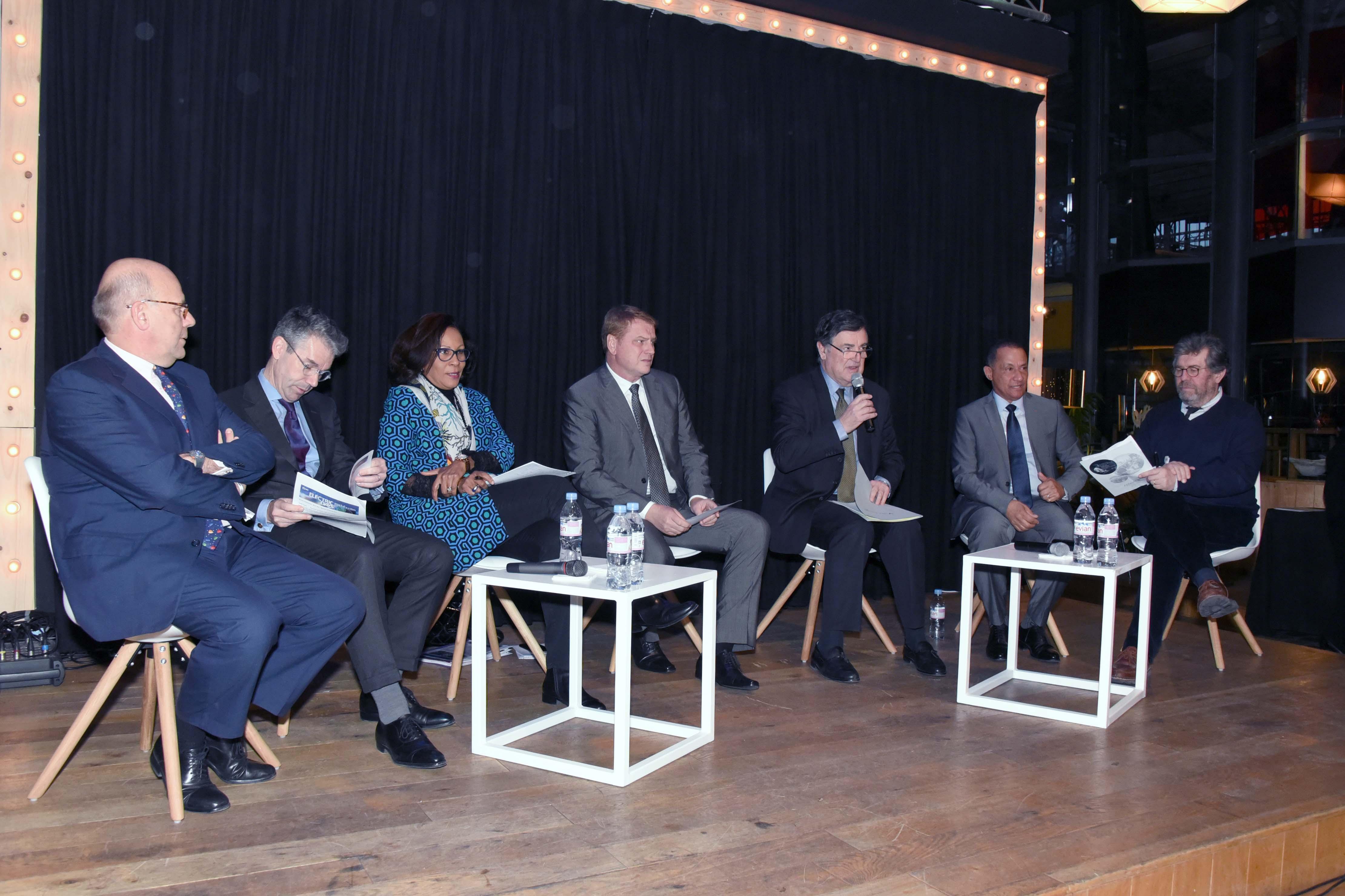 Table ronde autour de Jean-Pierre Philibert sur la transition énergétique en Outre-mer avec plusieurs responsables d'entreprises innovantes et de la collectivité territoriale de Guyane