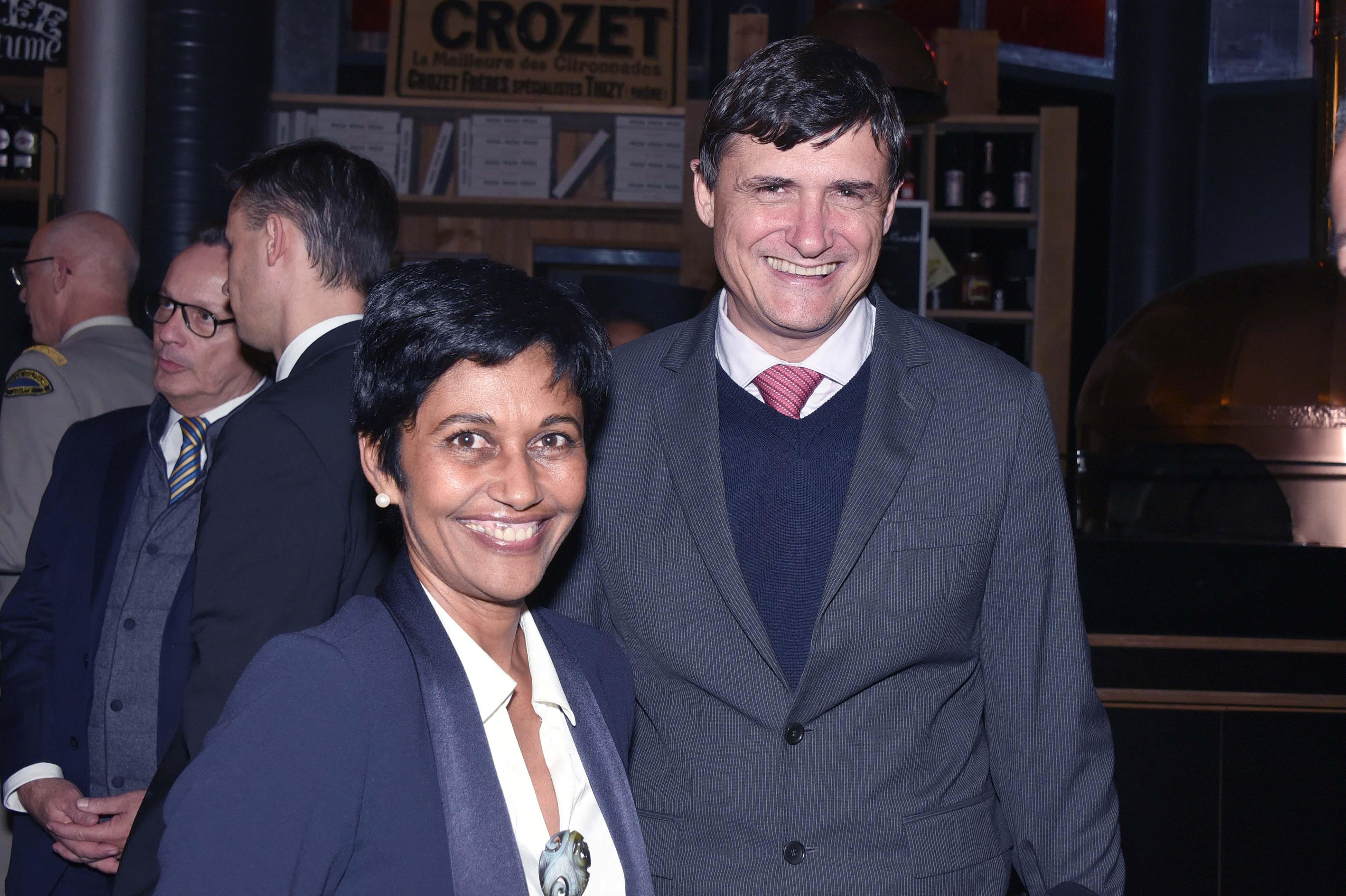 Tout sourire: Ericka Bareigts et Jérôme Isautier, chef d'entreprise réunionnais, ex-président de l'ADIR. Ce dernier s'interrogeant sur une vraie pérennité des emplois que les innovations énergétiques proposées devraient créer...
