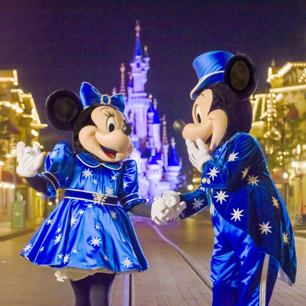 Découvrez les nouveaux looks tendance de Minnie et Mickey!