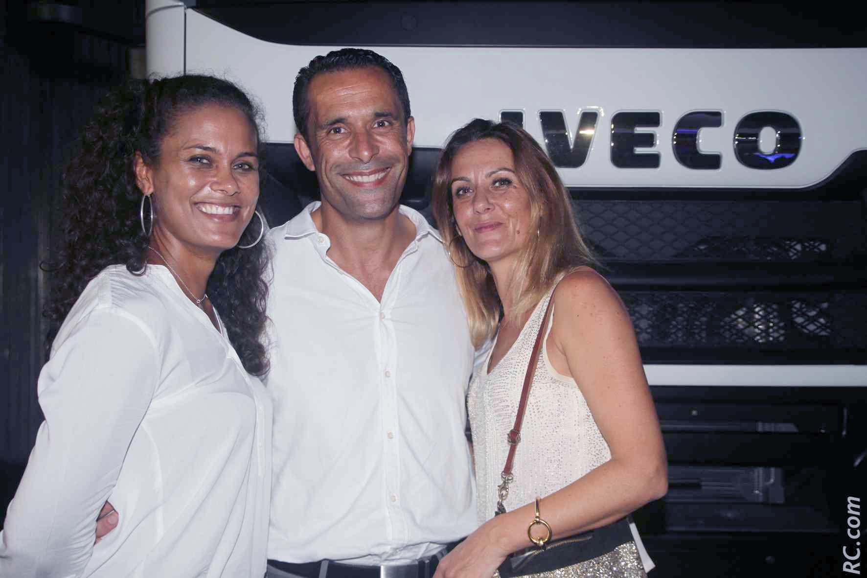 Mehdi Berrekama, directeur général Iveco Réunion, Marion du Stella Traiteur, et Lucie Lepinay de Chapiteaux des Iles