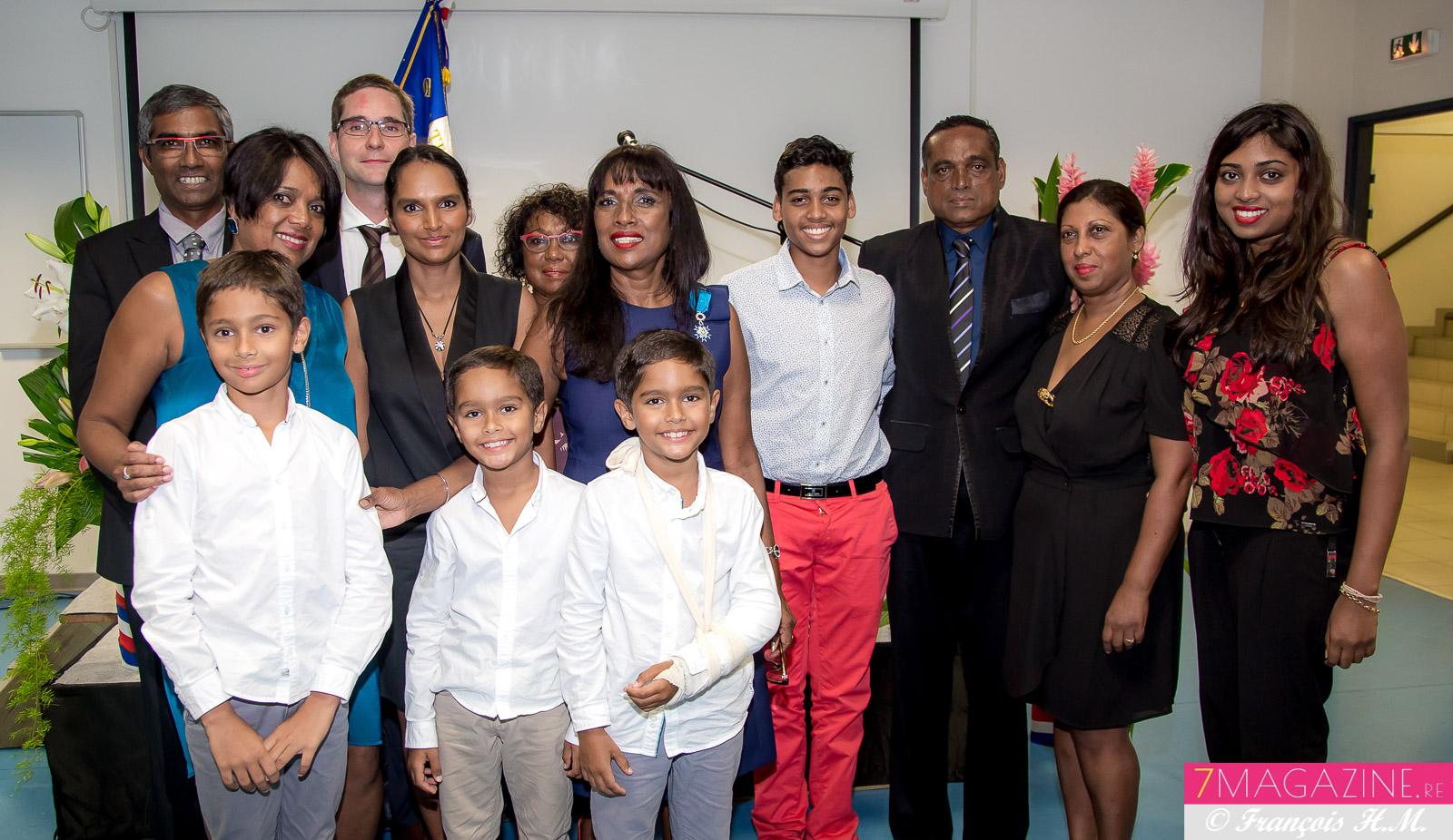 Ida Mag Camalon entourée de sa famille présente