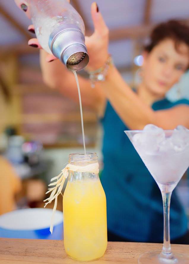 Lydia Bègue relève le challenge des cocktails locaux