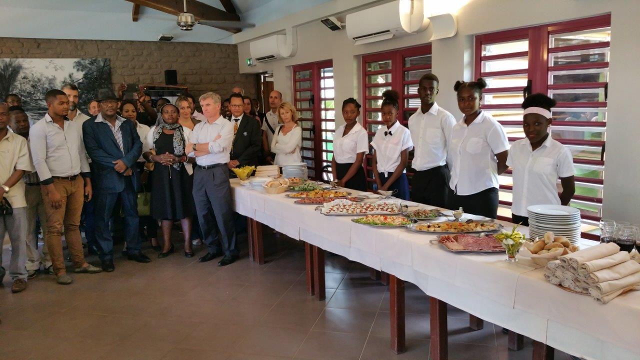Le buffet a été préparé et servi par les élèves de la section hôtelière du Lycée de Kaweni