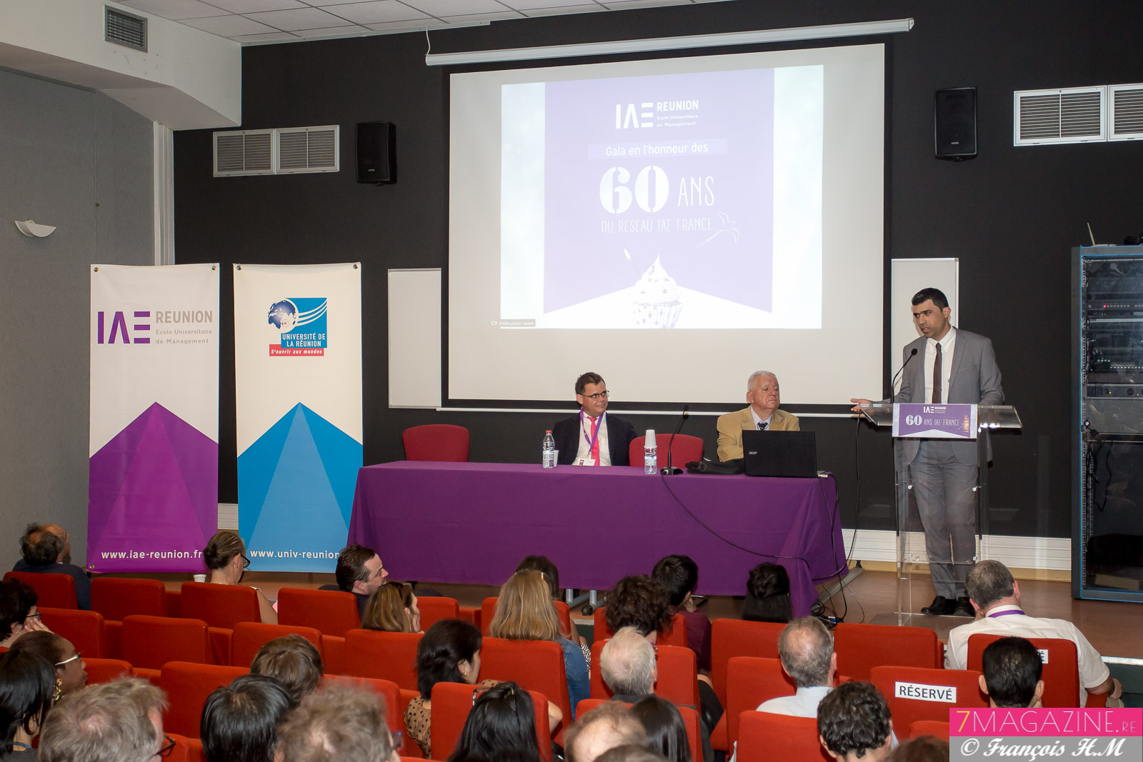 Lors des discours officiels, Frédéric Miranville, président de l'Université au micro