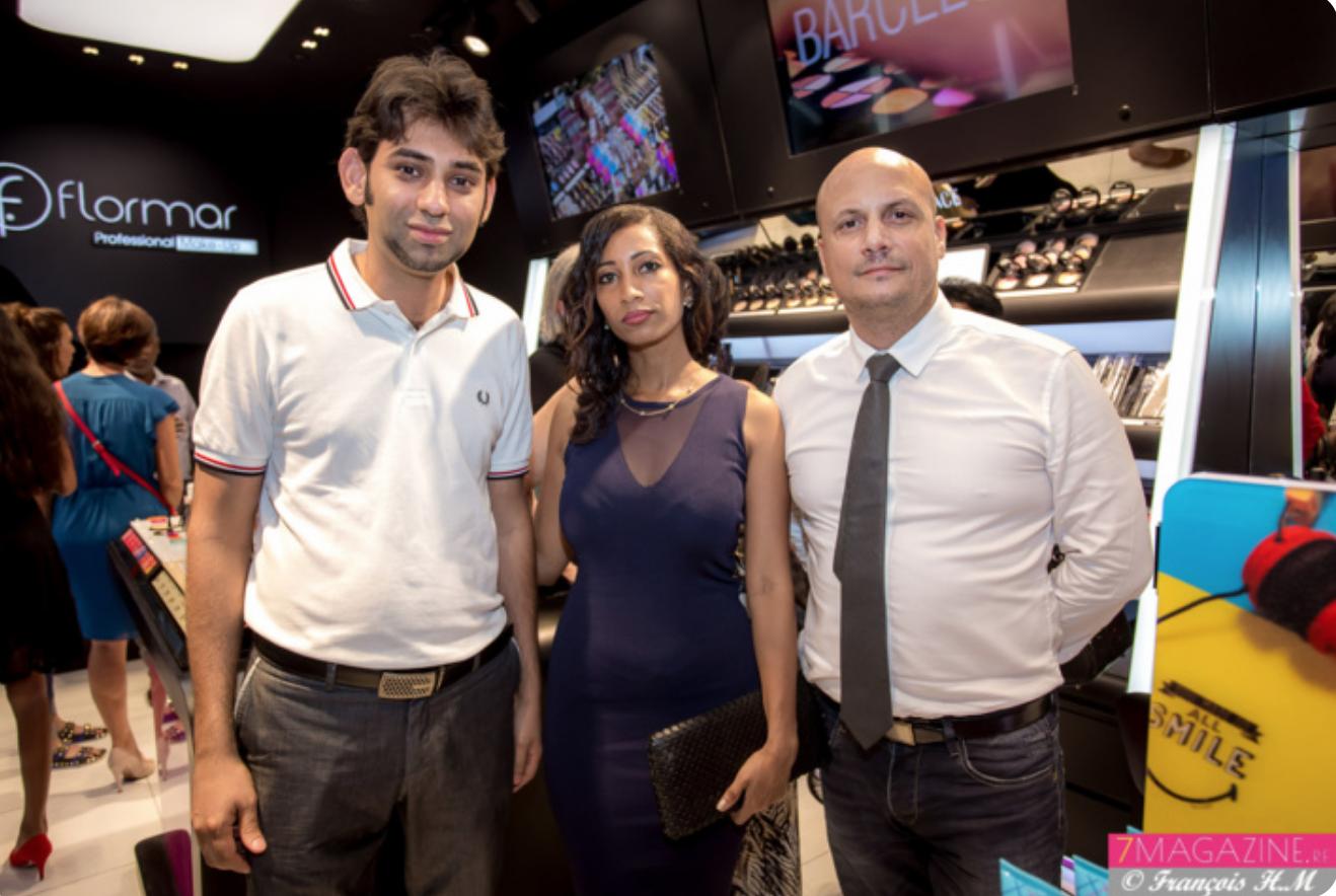 Mickaël Cassam-Chenaï avec Christelle Dune, une fidèle cliente, et son ami Karim