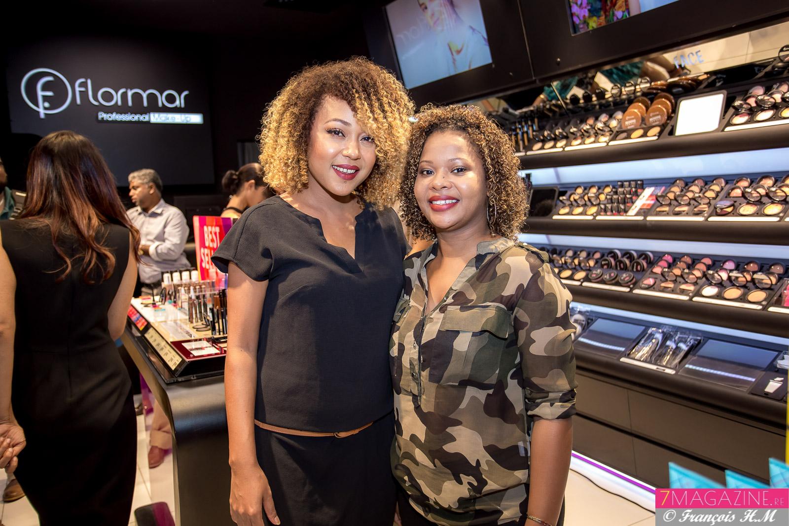 Dorah Choapianne, maquilleuse professionnelle, avec une des clientes