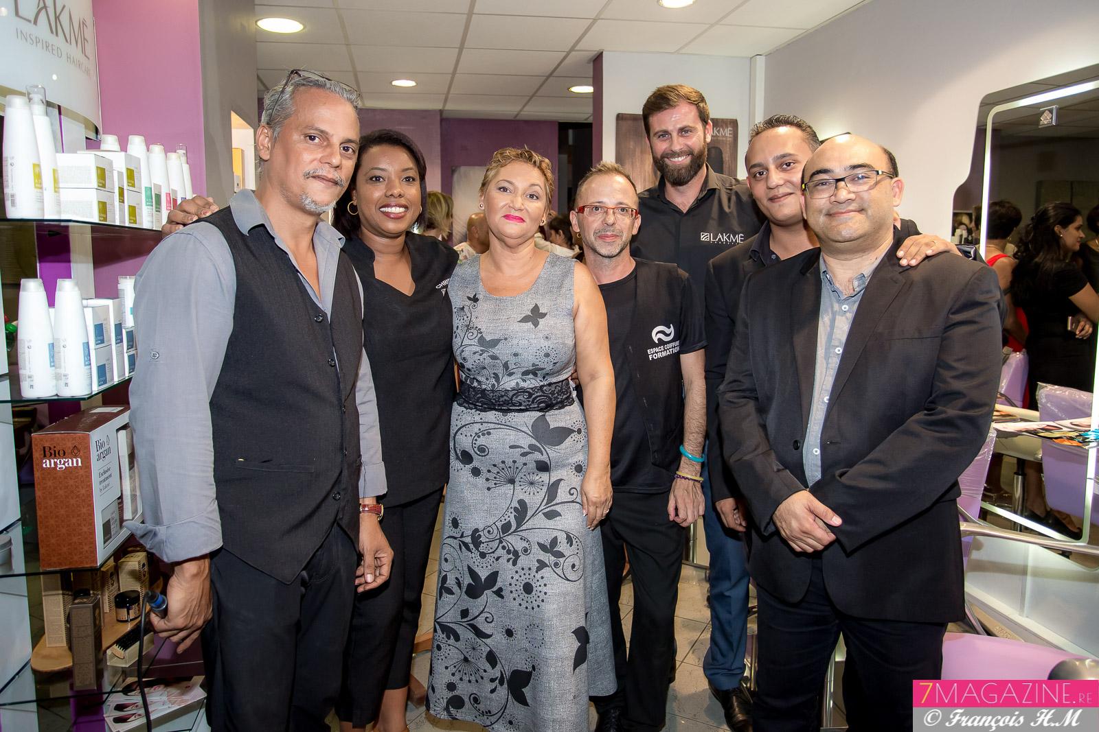 La photo de famille, Félix Manent et Joseph Alidor entourant leur équipe