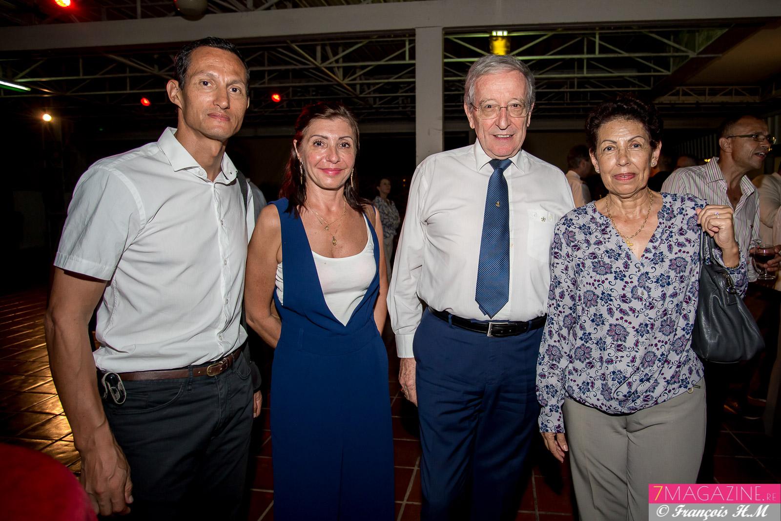 Vincent Guivarch, adjoint au directeur régional des Douanes, et son épouse Béatrice, Pr Patrick Hervé, président de la section de La Réunion de l'Association Nationale des membres de l'Ordre National du Mérite (SRONM), et son épouse Nicole