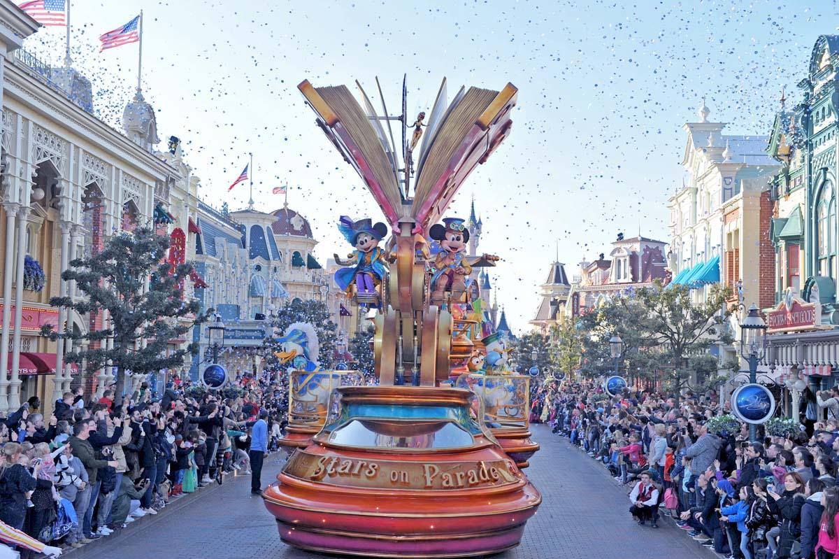 Disneyland Paris fête ses 25 ans: avec John Legend, Teri Hatcher et d'autres stars