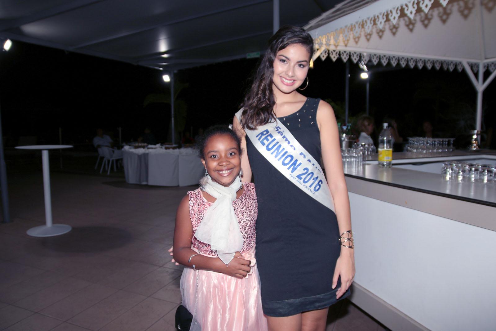 Une future Miss avec la Miss actuelle!